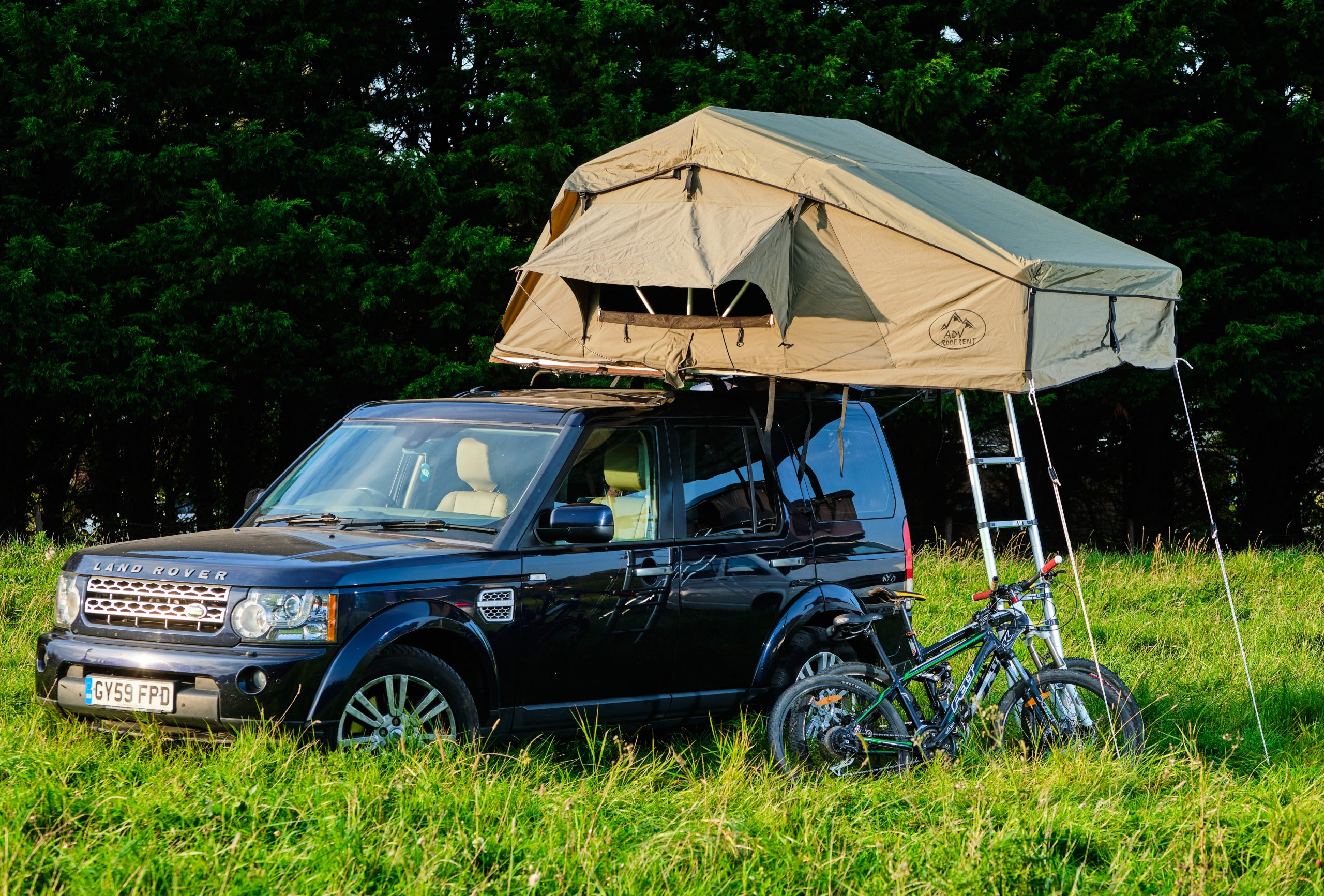 Adventure Hire Discovery 4 with canvas safari tent